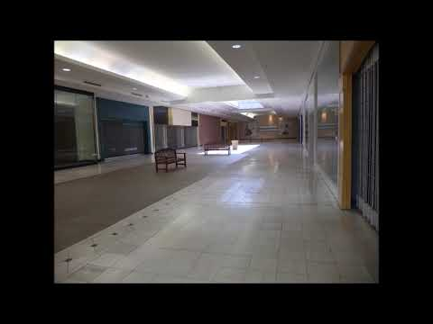 The Mamas & The Papas - California Dreamin' (playing In An Empty Shopping Centre)