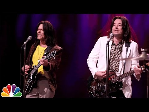 Kevin Bacon and Jimmy Fallon Perform the Original Version of The Kinks 1970 Hit