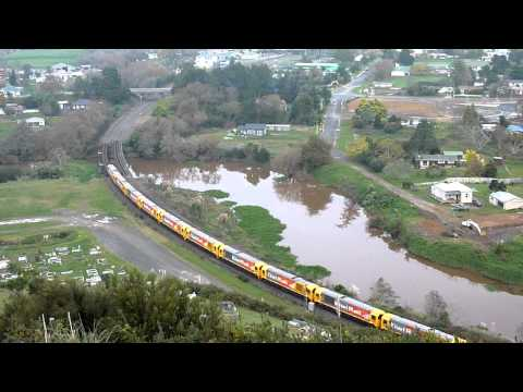 New KiwiRail DL Locomotives Delivery Run - Taupiri Mountain