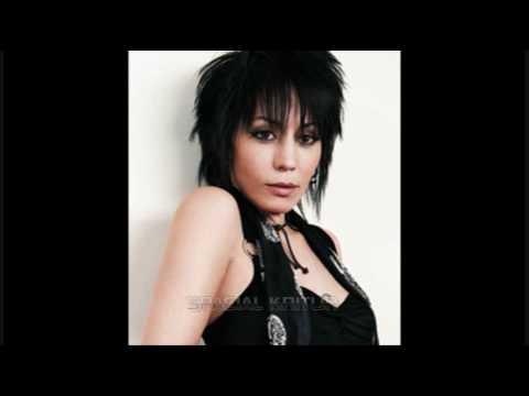 Tekst piosenki Joan Jett - Baby Blue po polsku