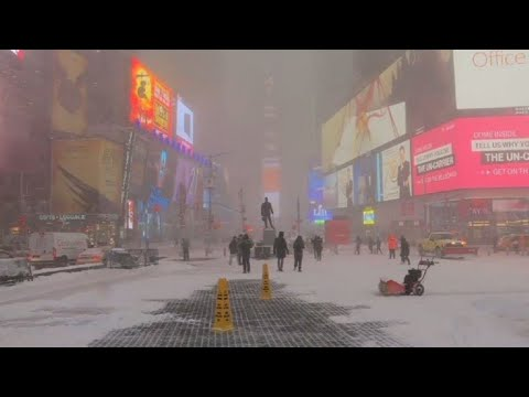 New York grapples with snow during winter storm