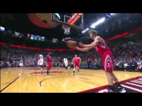 Wesley Matthews dunks on the Rockets