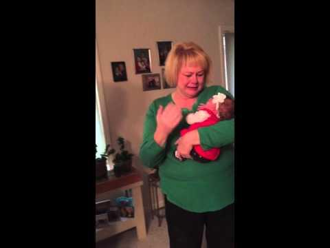 她知道兒子和媳婦回到家後笑著出來迎接,完全沒想到下一秒會被眼前的大驚喜逼出熱淚!