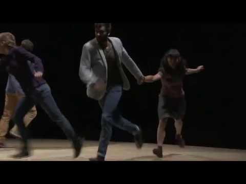 Tanssia pyörivällä alustalla