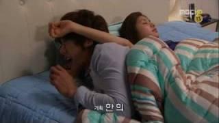 Video Playful Kiss-Funny bed scene MP3, 3GP, MP4, WEBM, AVI, FLV November 2017