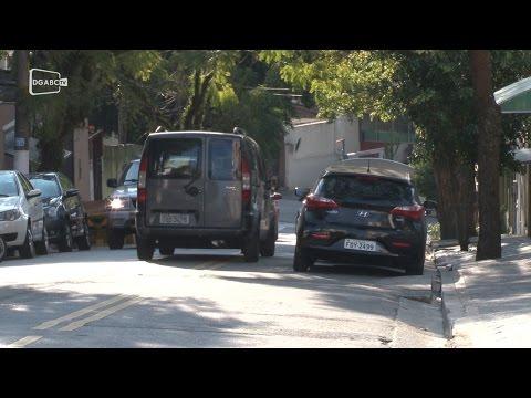 São Bernardo estreita faixa e motoristas usam contramão
