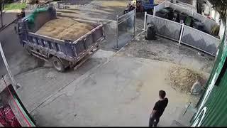 Kiedy zamawiasz ciężarówkę piachu, ale Twój podjazd budował Janusz