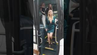 Autobus marzeń każdego faceta… reprezentacja Australii w krykieta.