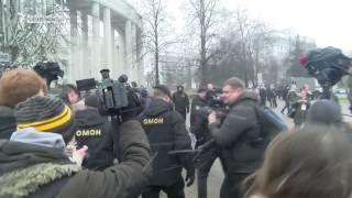 Riot police in Minsk detained hundreds of people on March 25 during protests against President Alyaksandr Lukashenka's government. (RFE/RL's Belarus ...