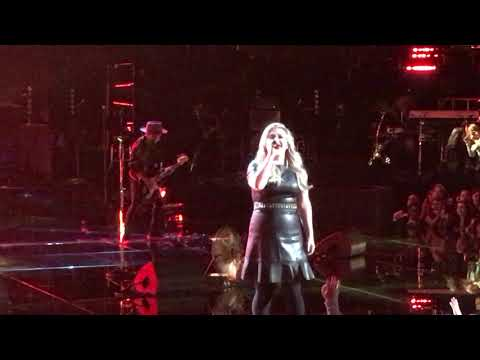 Kelly Clarkson - My Life Would Suck Without You  - 05/10/2018 - The Voice Stage Private Show