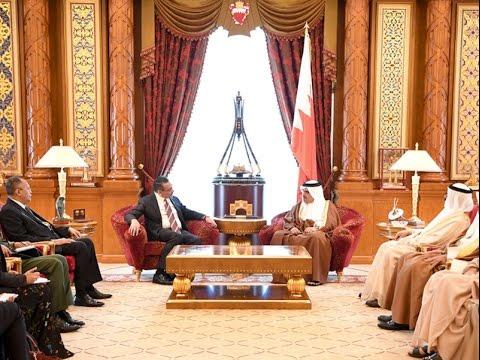 سمو ولي العهد يلتقي وزير الدفاع الماليزي