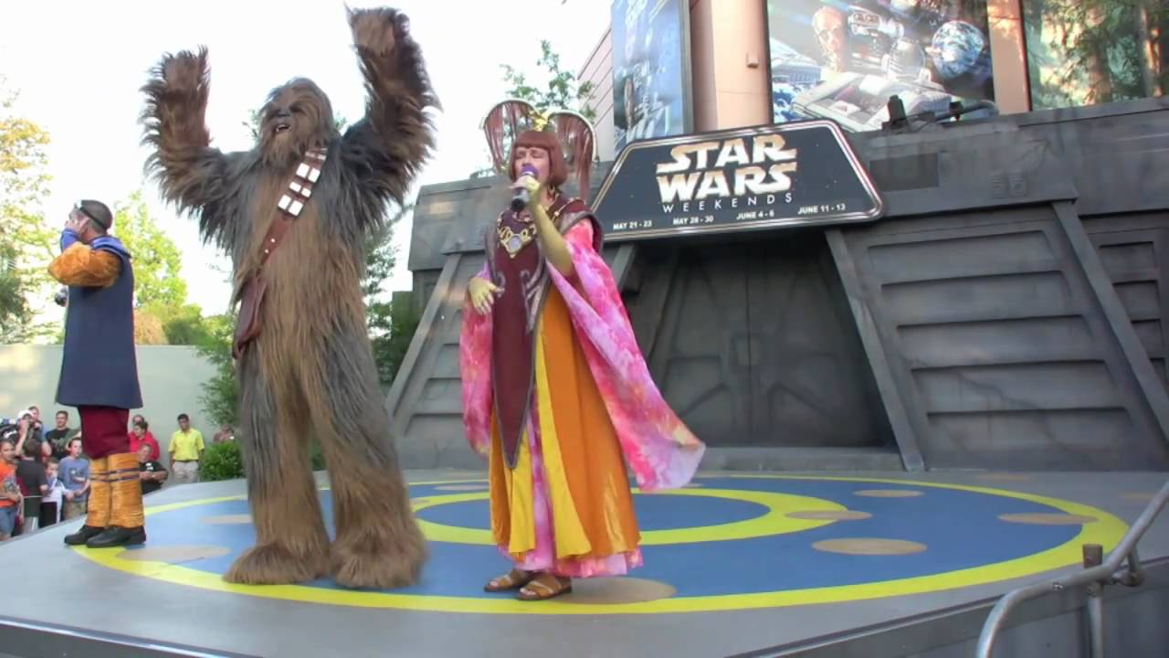 Hyperspace Hoopla 2010 - Dance Off with the Star Wars Stars
