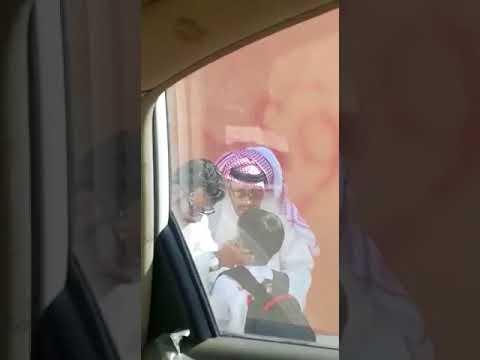 العرب اليوم - شاهد: لحظة إنقاذ طالب من داخل مدرسة