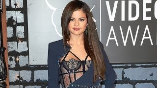 Selena Gomez Shows A Lot Of Skin At MTV Video Music Awards 2013
