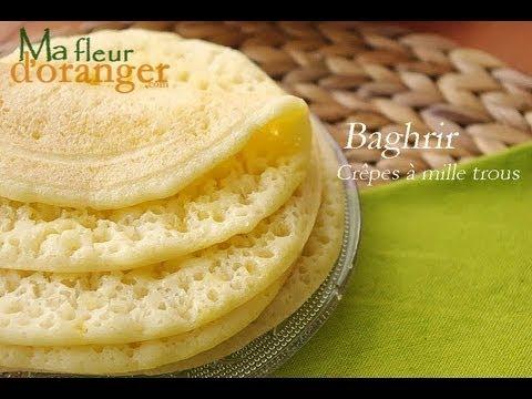 crêpe marocaine - Recette très rapide et inratable pour des crêpes à mille trous (baghrirs), bien moelleuses et légères ! Retrouvez cette recette sur :http://www.mafleurdorang...