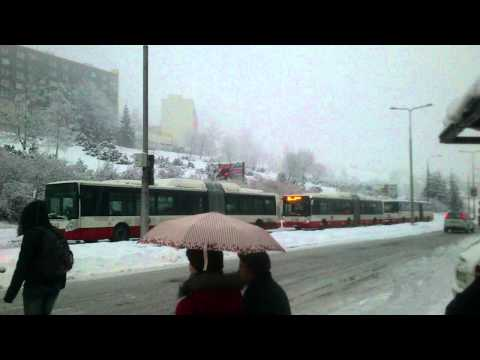 Takto vyzeral kolaps dopravy v Banskej Bystrici: 20 autobusov sa ani len nepohlo