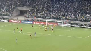 Mais um gol no último lance do jogo de Libertadores da América. E foi do Fabiano o gol da vitória.