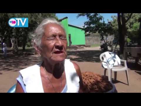 Artesanas de dulces en Granada ofrecen su productos para la Purísima