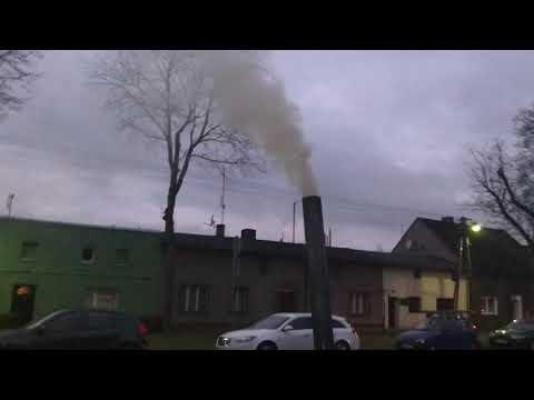 Wideo1: Dym z komina po rozpalaniu od góry i od dołu