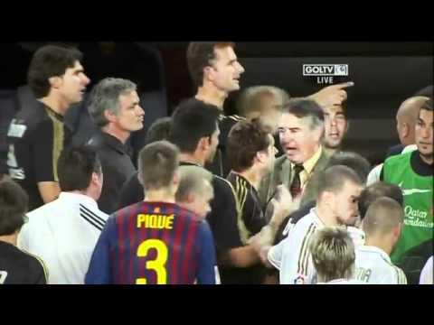 Mourinho le pega a Tito Vilanova. Barcelona vs Real Madrid Supercopa (видео)