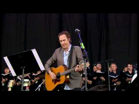 ray davies waterloo sunset - An emotional moment at Glastonbury 2010 when Ray Davies dedicates