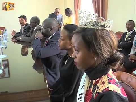 President Uhuru Kenyatta  voted Africa's president of the year 2014/2015