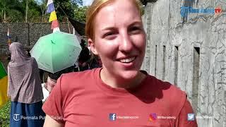 Bule Ikuti Lomba Tangkap Lele di Desa Kemutug Lor Banyumas