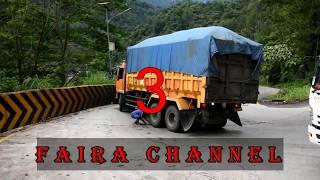 Video 7 Truck yang hampir Laka di Sitinjau Lauik tHun  2017 MP3, 3GP, MP4, WEBM, AVI, FLV Agustus 2018