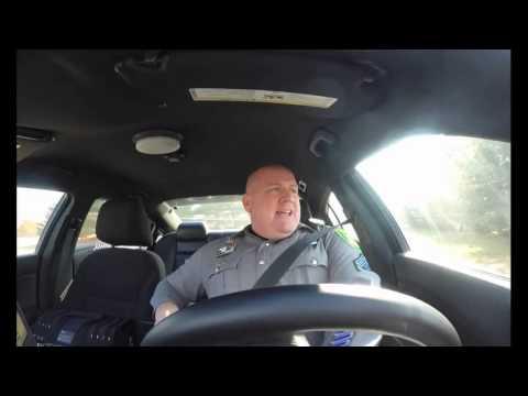 Полицейский из США подпевает Тейлор Свифт (видео)