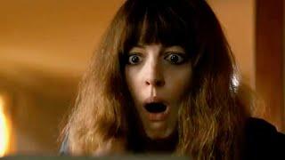 ▶▶ムビコレのチャンネル登録はこちら▶▶http://goo.gl/ruQ5N7 ハリウッドを代表する人気女優アン・ハサウェイ主演最新作『シンクロナイズドモンスター』。 映画は怪獣バトルとダメウーマンの成長という対極にある物語が、見事にシンクロしたセカイ系バトル・エンターテインメント!憧れのニューヨークで働いてい...
