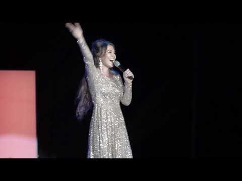 Мусульманка спела на русском, очень красиво! LIVE