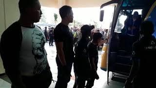 Video Persib Bandung dan Arema FC Tiba di Stadion Kanjuruhan Malang MP3, 3GP, MP4, WEBM, AVI, FLV Juli 2018