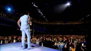 Jeff Beck accepts award at the Rock and Roll Hall of Fame's Induction Ceremony 2009