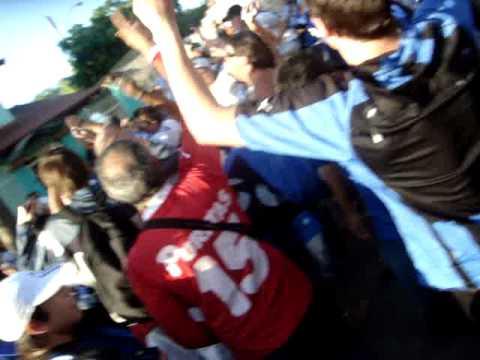 """Hinchada de Liverpool-URU @ Porto Alegre (Brasil) - """"Hay que dar la vida por los colores&am - Los Negros de la Cuchilla - Liverpool de Montevideo"""