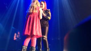 Demi Lovato Brings a Little Girl on Stage in Omaha, NE - Let It Go - YouTube
