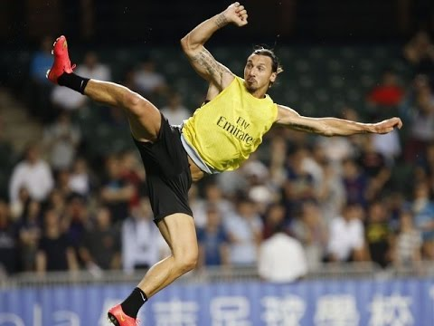 zlatan ibrahimovic fa un goal incredibile in allenamento