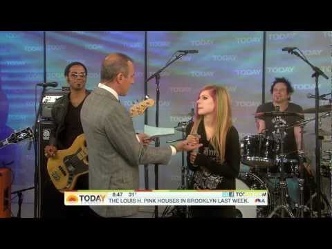 Avril Lavigne - What The Hell + Interview @ Live At Today Show 08/03/2011