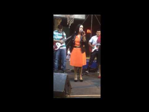 Noemi Nonato canta em Miracatu/SP - Igreja Apostólica Jardim de Oração, dia 17 de Junho de 2004.