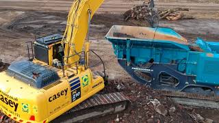 Powerscreen Premiertrak R400 processing C&D waste