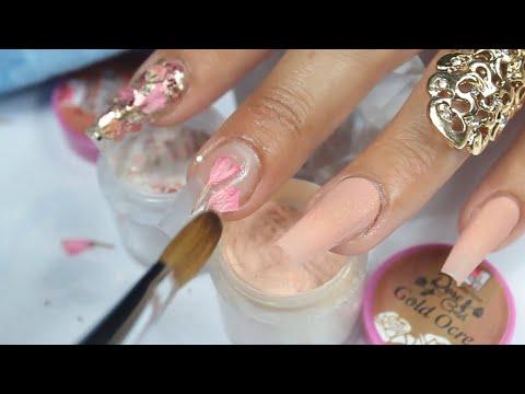 uñas acrilicas súper brillantes muy primaverales con minis rosas encapsuladas y gel spiderline