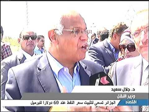 وزير النقل يستقل القطار العادى من القاهرة الى بني سويف