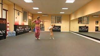 Pitbull wykonujący układ taneczny wraz ze swoją właścicielką!