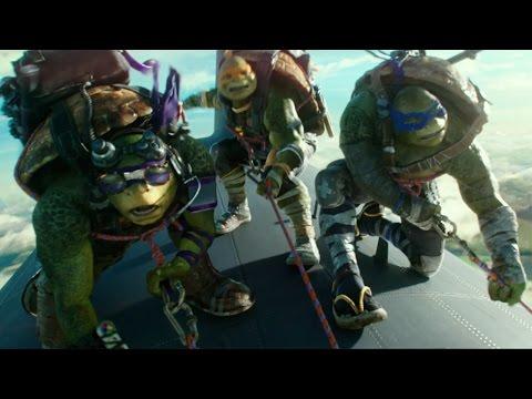 Teenage Mutant Ninja Turtles: Out of the Shadows (Clip 'Airplane Jump')