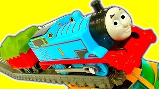 Video Super Fast Thomas The Tank Trackmaster Mod & Train Wreck Stunts Crashes MP3, 3GP, MP4, WEBM, AVI, FLV Oktober 2018