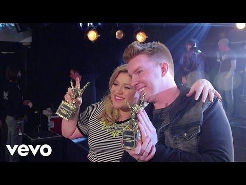 Kelly Clarkson – #VevoCertified, Pt. 1: Award Presentation