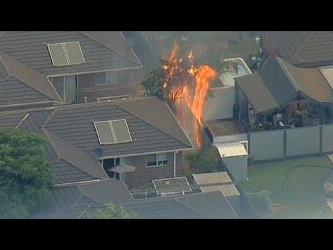 Feuer bedrohen Vorort von Mebourne