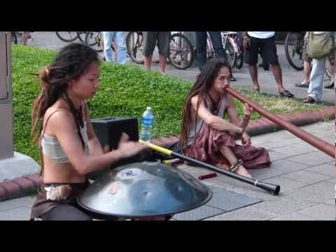 Yuki and Taku in Singapore (Street Music)