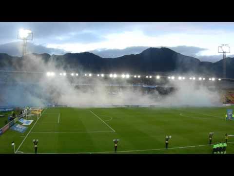 Millonarios - Medellín (20141011). Recibimiento de la hinchada - Comandos Azules - Millonarios