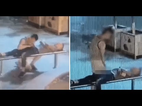 Thief Gives Handsome Unconscious Man Blowjob and Handjob Before Robbing Him (видео)