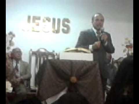 Enoque Barros pregando na Festividade do Vocal Brasas Vivas em Morro da Conceição